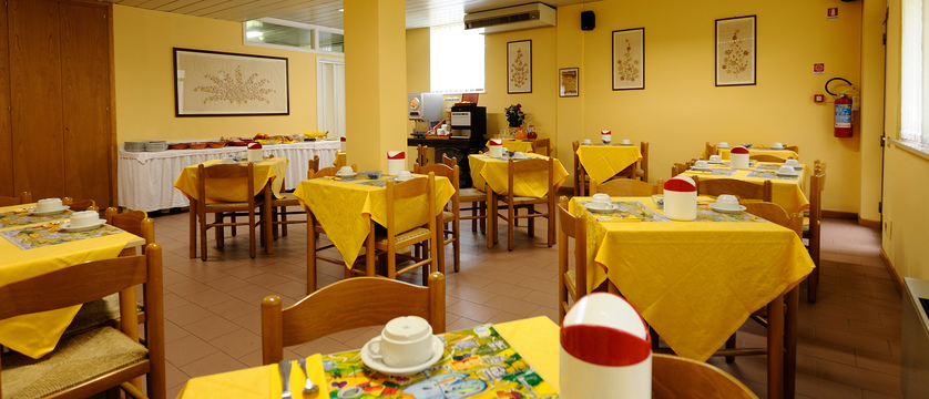 Hotel Trasimeno Restaurant.jpg